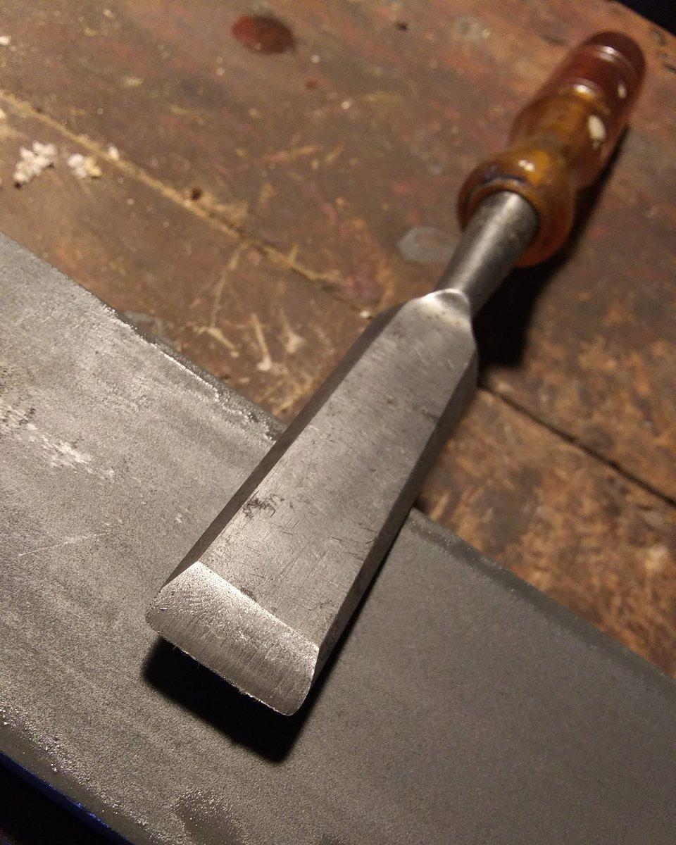 "Sharpening station. Practicing freehanding a cool old Mayhew USA 6/8"" Ambertuf wood chisel #oldtools  https://www.instagram.com/p/B-IaloChQJC/?igshid=1qacjvcfe5mkg…pic.twitter.com/5pRMNgz6JU"
