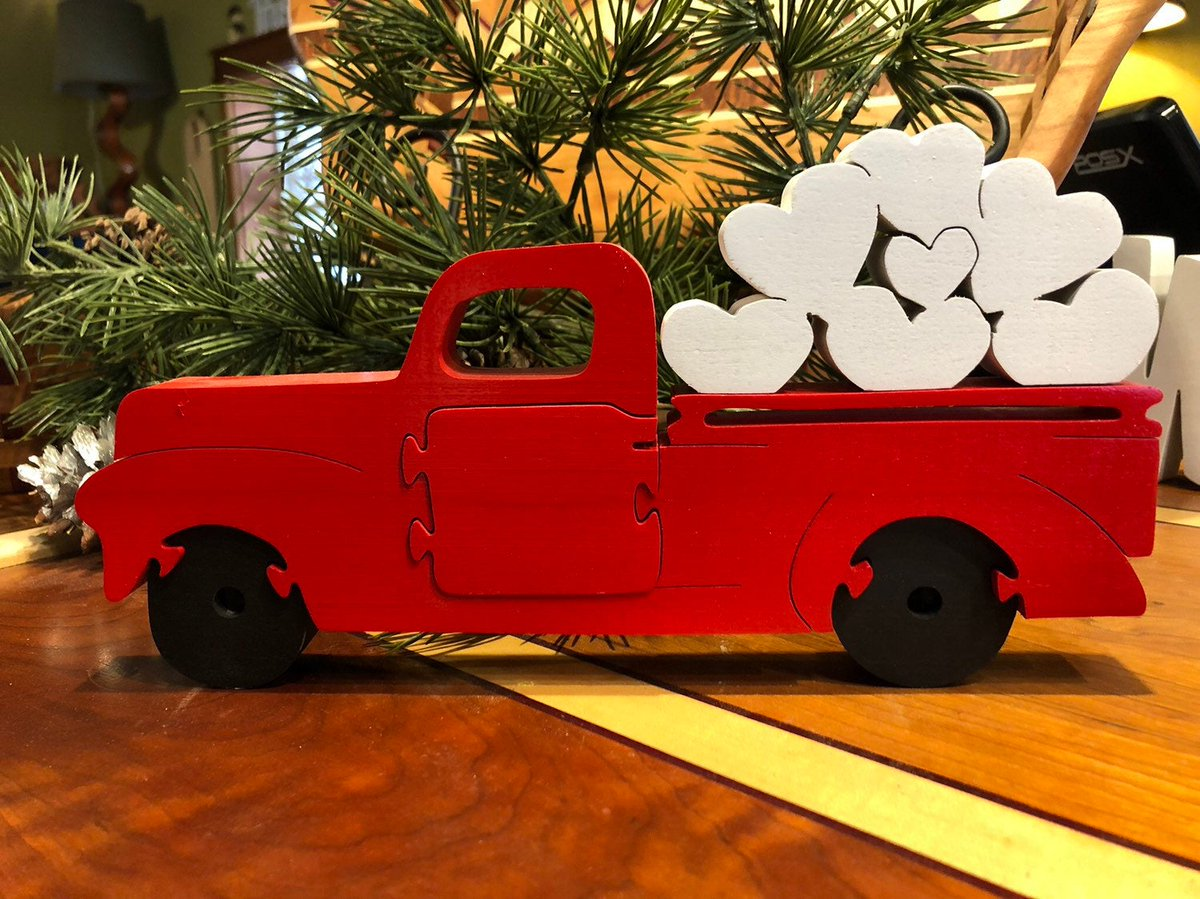 Valentine's Truck w hearts https://etsy.me/36g0Gr2 #Etsy #Teaberrywoodproducts #Valentines pic.twitter.com/on8wo3jjXI