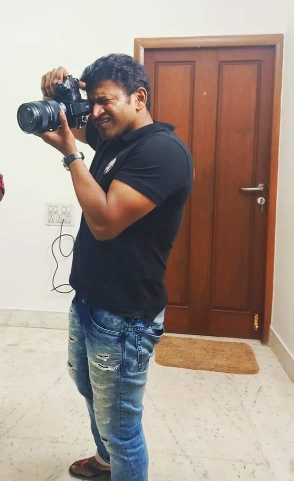 Recent Pic... #AppuBoss Clicking Photos 📸😍😊  #PowerStar #PuneethRajkumar #PRK #Appu #AppuSir