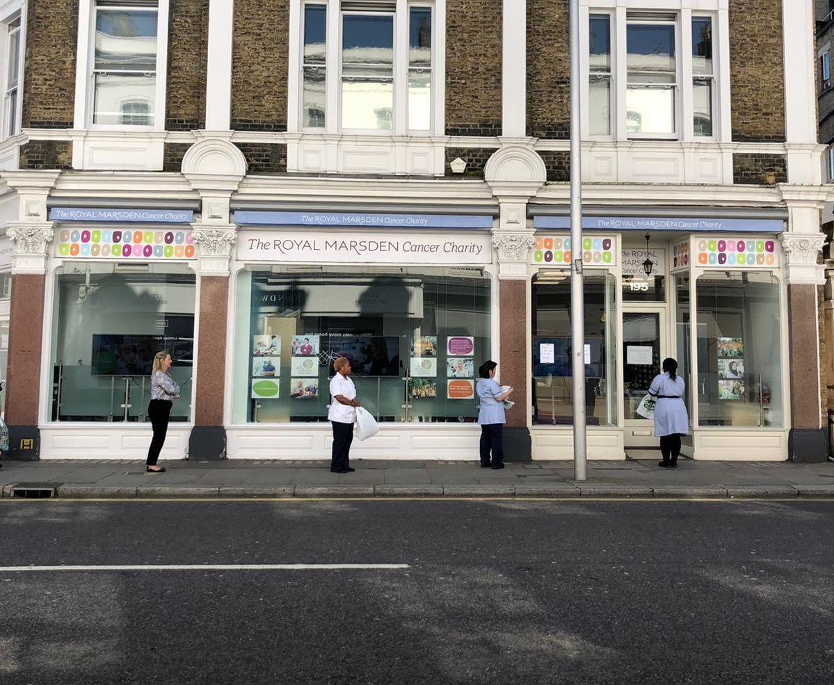 Today, a 'free shop' for the staff at @royalmarsdenNHS is going on inside the Royal Marsden Cancer Charity Building. With social distancing-friendly queues outside, staff are allowed in, a few at a time, to grab essentials. A huge thanks to @BookerCatering for supplying the food!