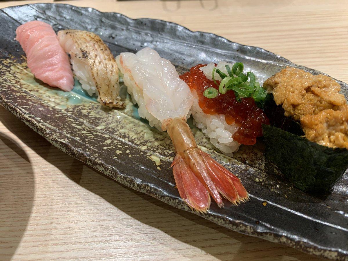 誕生日なので、お寿司  #バースデー #がってん承知の助pic.twitter.com/3WQ4Y85Ln3