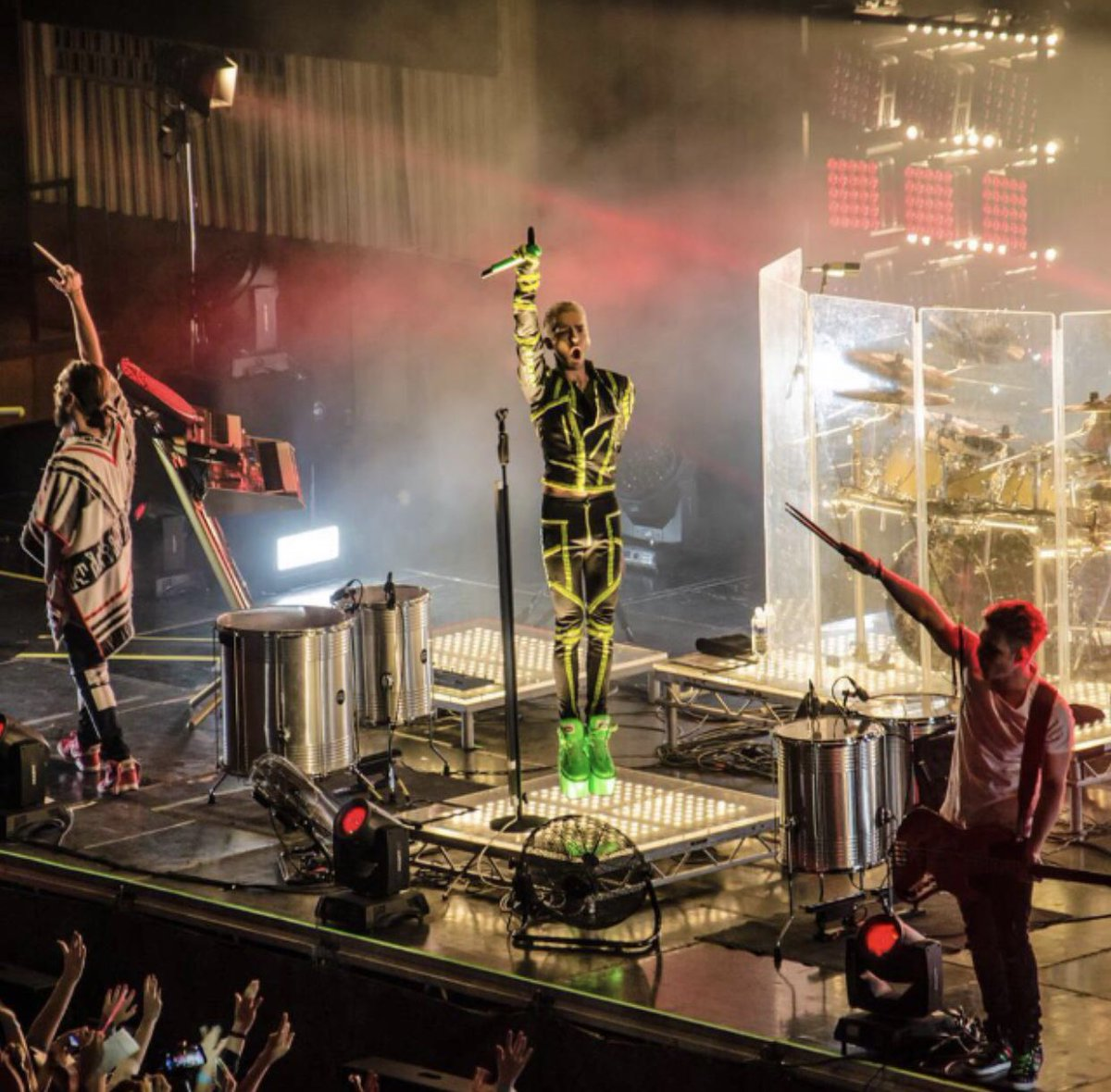 Konzertfoto von der Feel it all Tour!  Concertpic from The Feel it all Tour! #billkaulitz #konzertfoto #concertpic #feelitall #worldtour #tokiohotel #liveonstagepic.twitter.com/mdj8mIfaCd