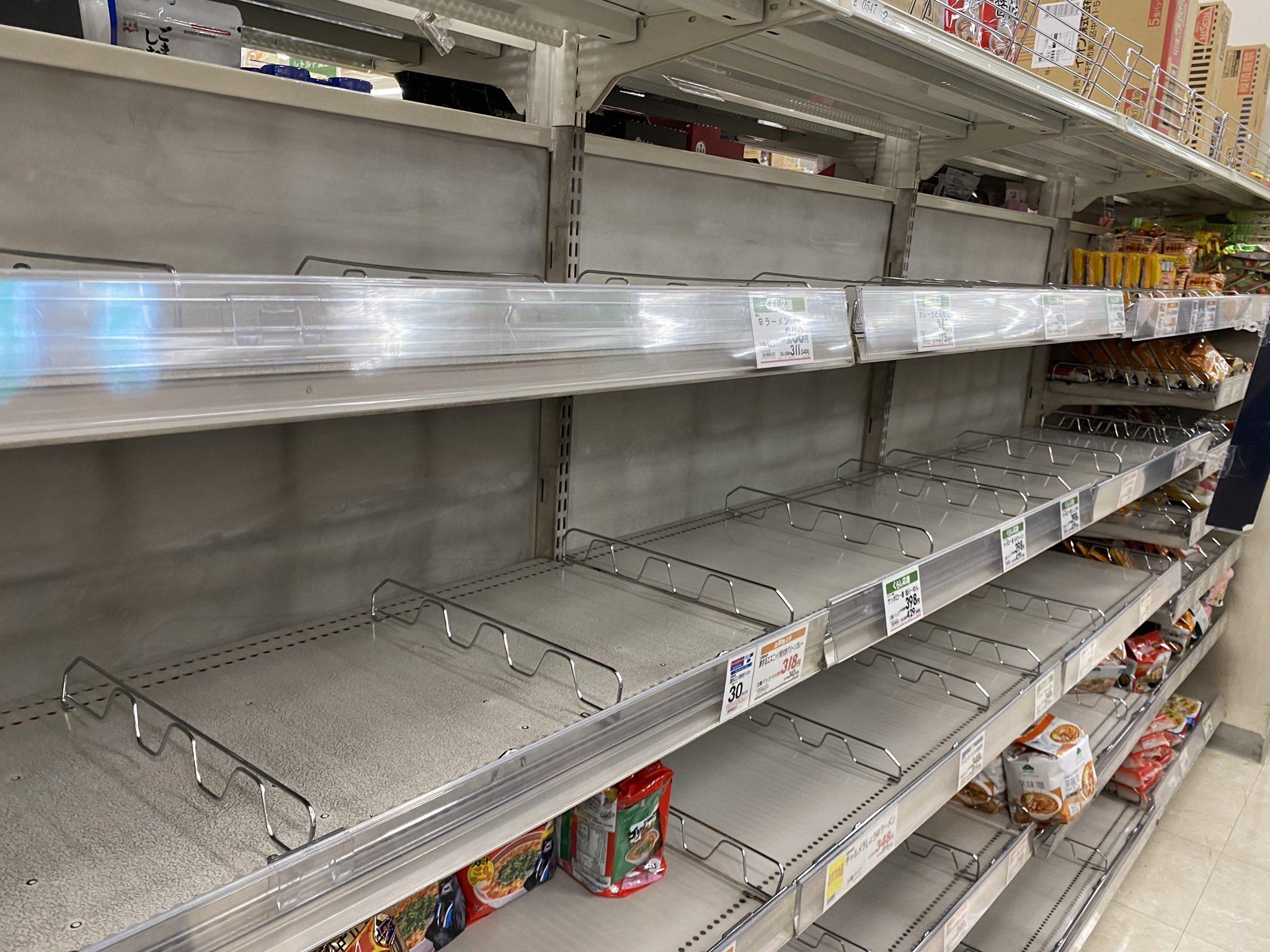 画像,都内スーパーではロックダウンに向けた準備が着々と https://t.co/THjukTDm6w。