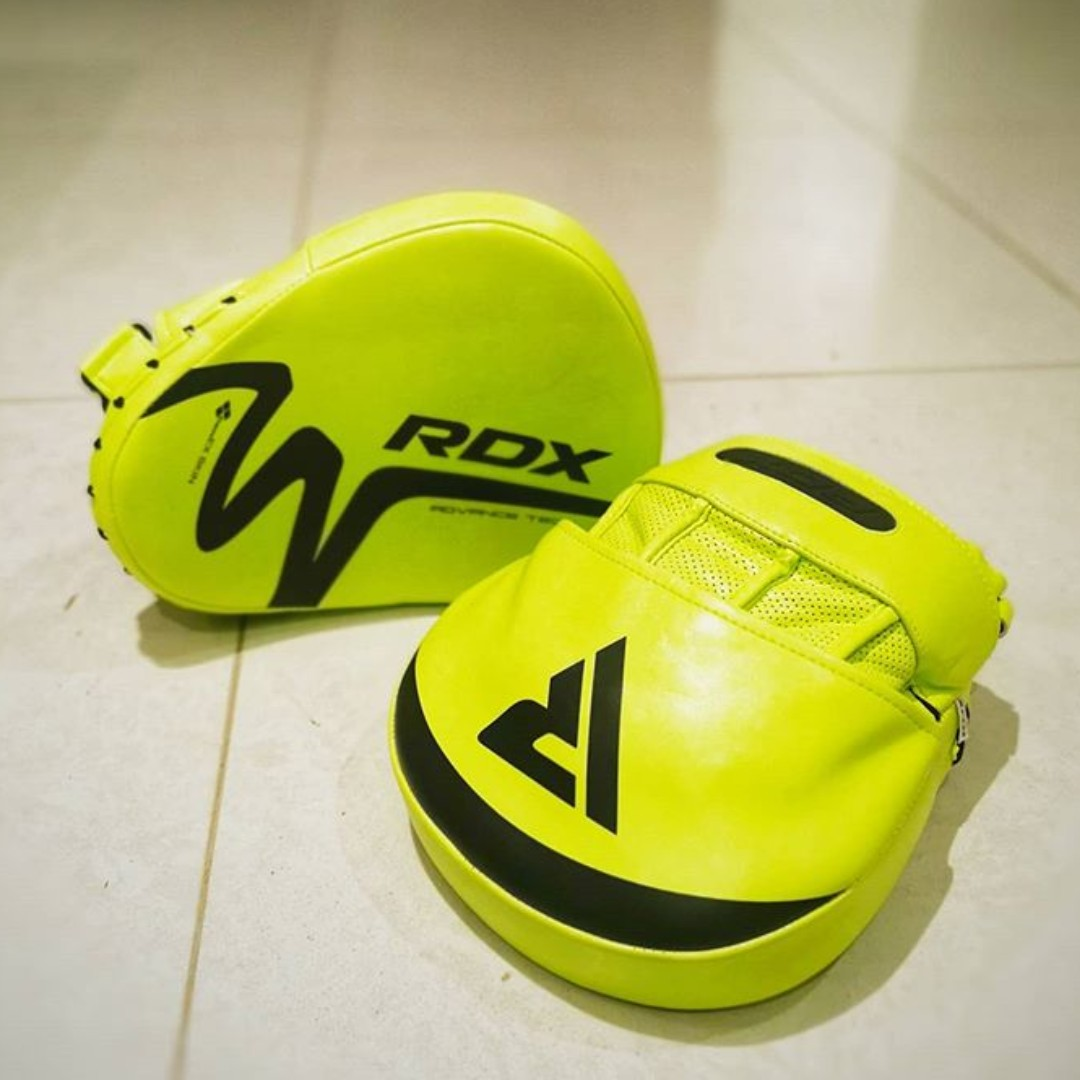 New addition to my weapons of FAT DESTRUCTION! - #CoachGomez   Shop now: https://bit.ly/2wsdzCQ   #RDXsports #Boxing #T15Nero #StayInTrainIn #FightTogether  #Fatlossjourney #weightlossmotivation #boxinggloves #boxingdrills #boxingfitness #fighterlife #fights #mmapic.twitter.com/bU4QBYWBsF