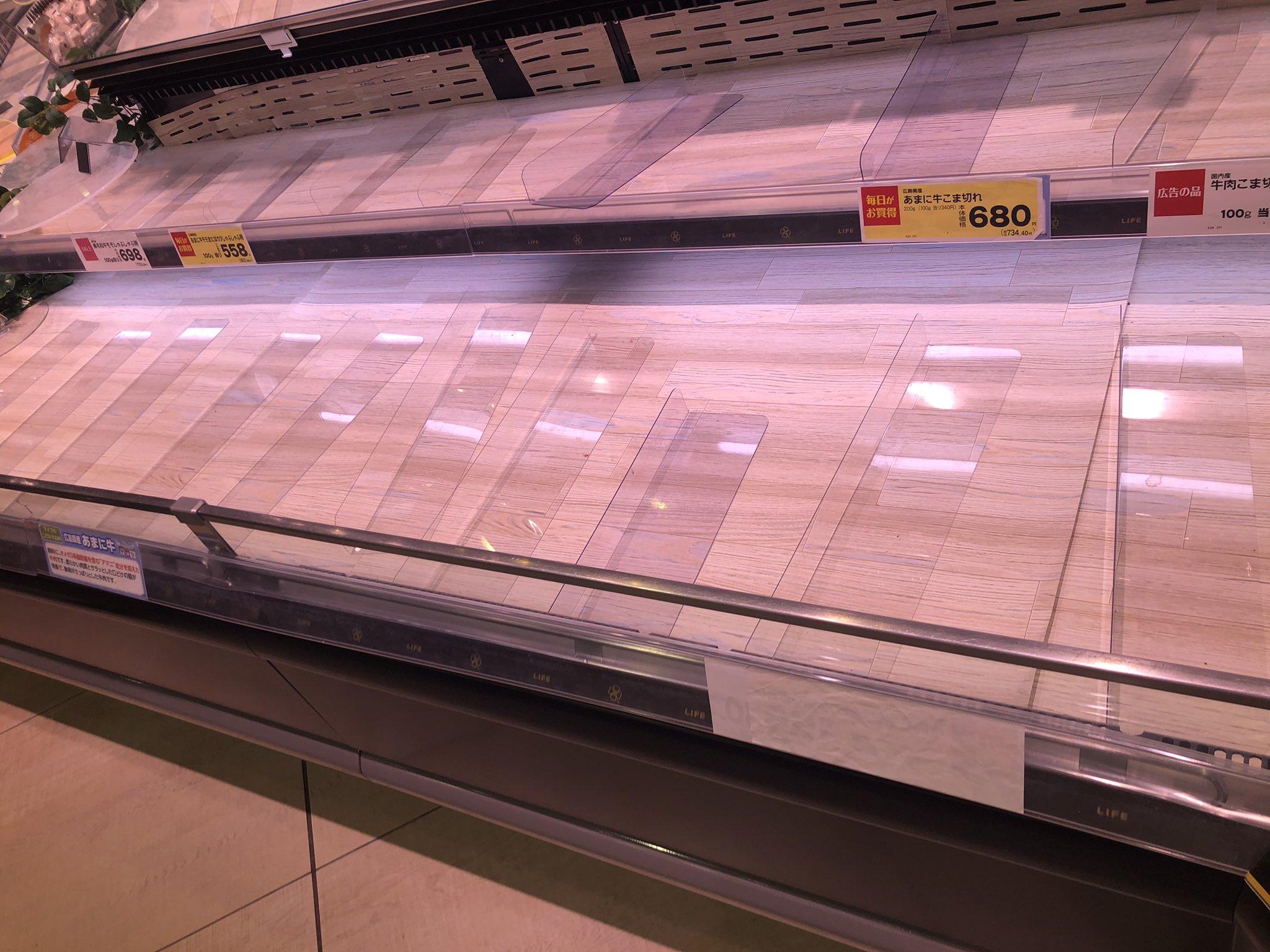 東京都内のスーパーの肉が売り切れ状態になっている画像