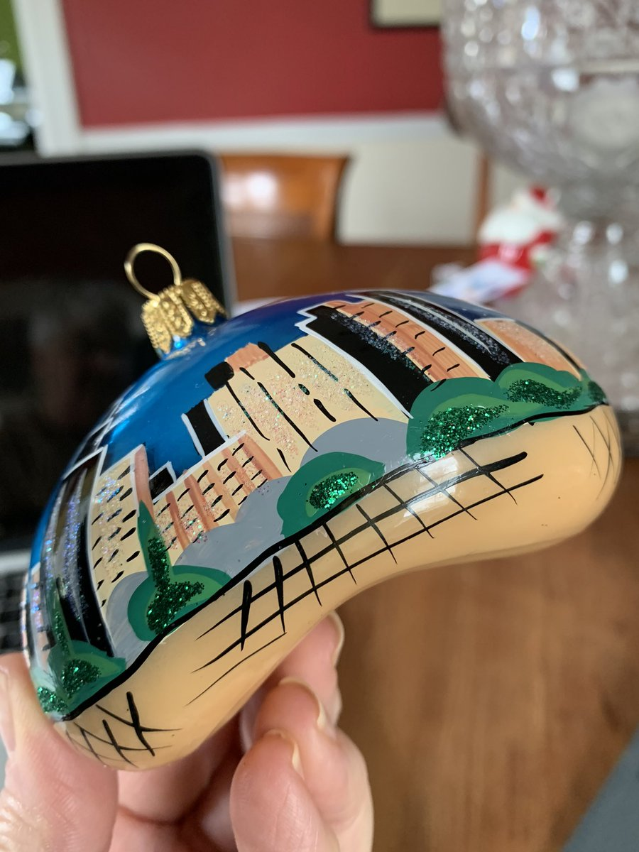 "The ""Bean"" Christmas ornament I bought visiting my daughter in Chicago. #milleniumpark #thebean #Chicagopic.twitter.com/aGo90Zg8Ry"