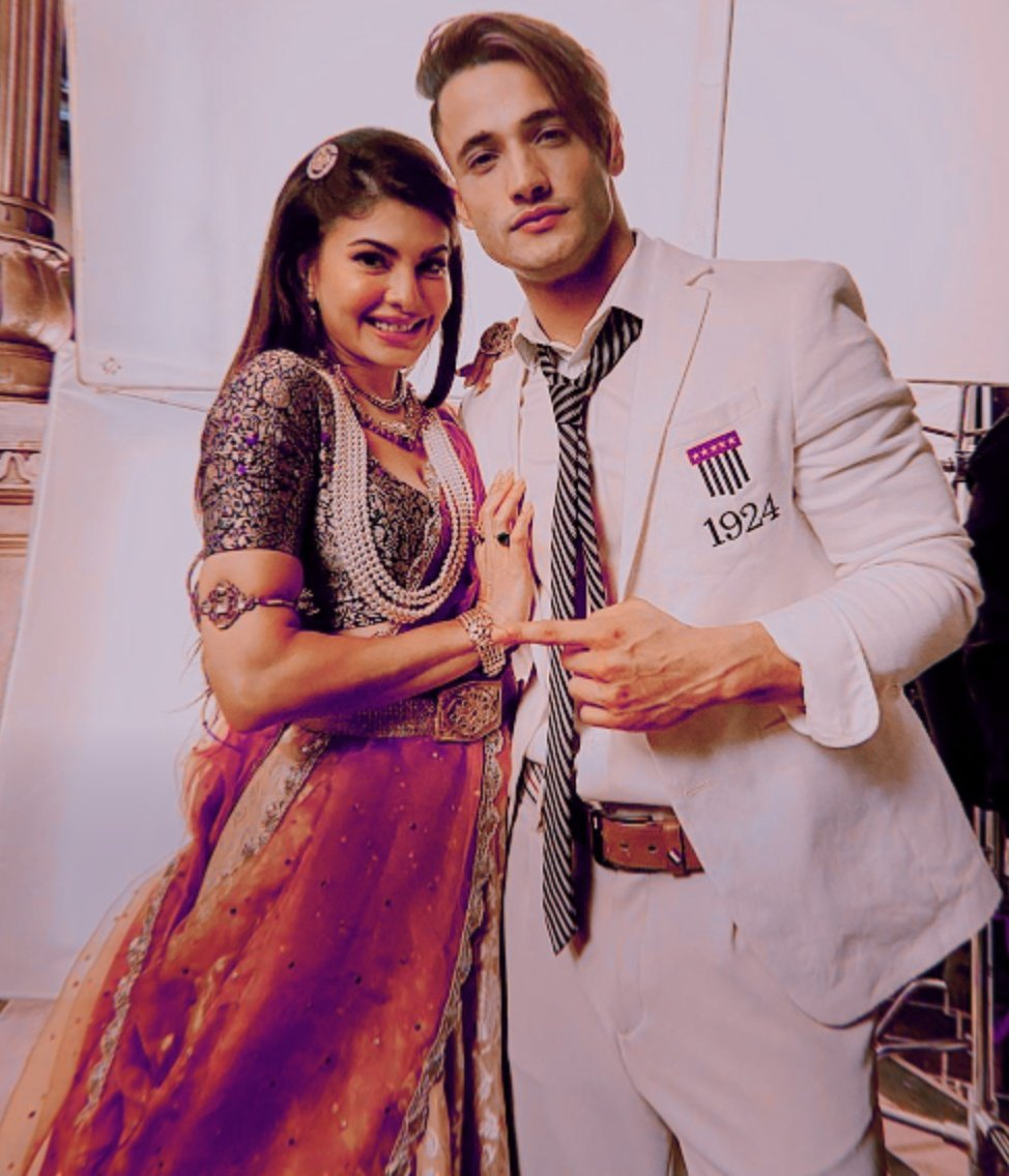 T-series is promoting Asim Riaz in Mere Angne Mein Music Video