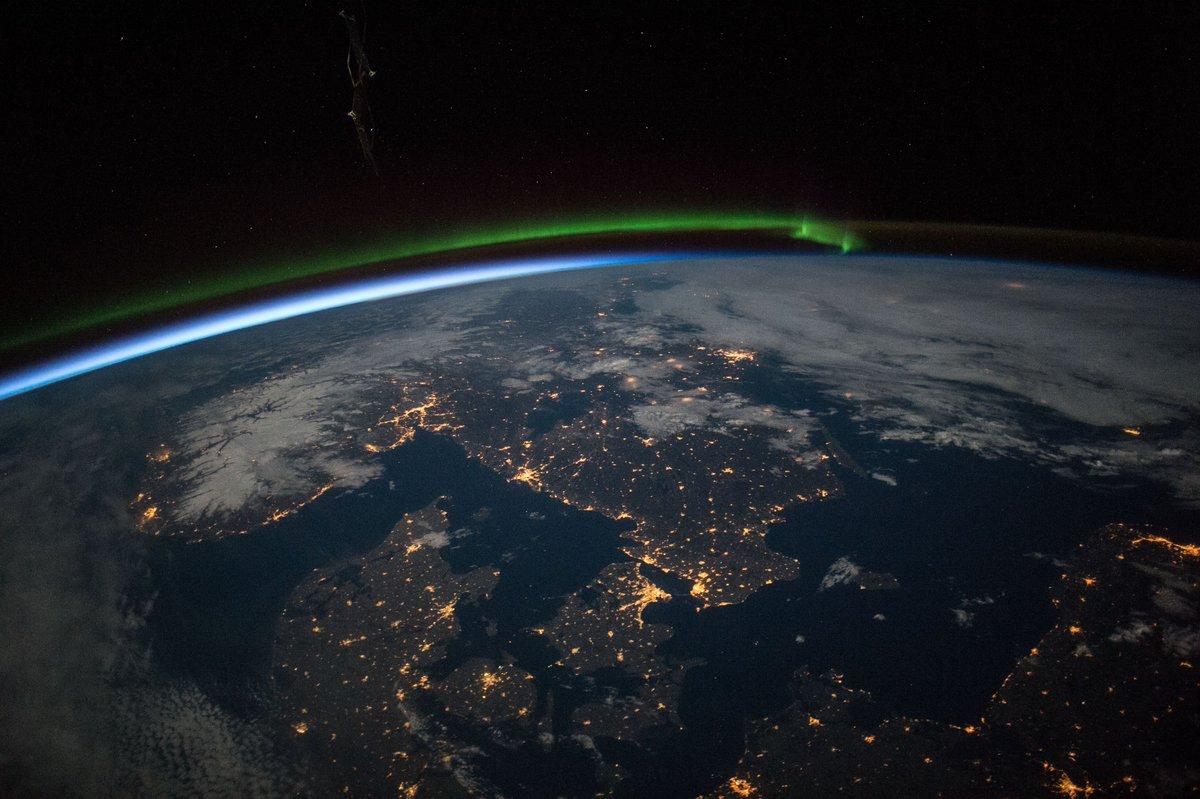 очень есть ли настоящие фото земли из космоса маєте змоги привітати
