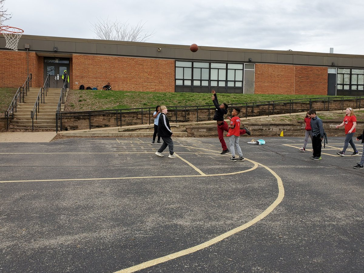 Shooting some hoops on the last day before spring break 🏀🏀🏀 @hokblakeslee @CraigElementary #marchmasnessliveson