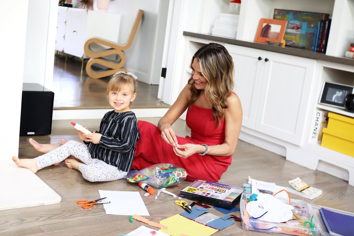 Olivia and I will be staying in this weekend and one of my favorite ways to keep her entertained is with arts & crafts. New on the blog - My favorite quick & easy crafts for kids! https://t.co/hbs6kl8INp https://t.co/BFgWXU1frZ