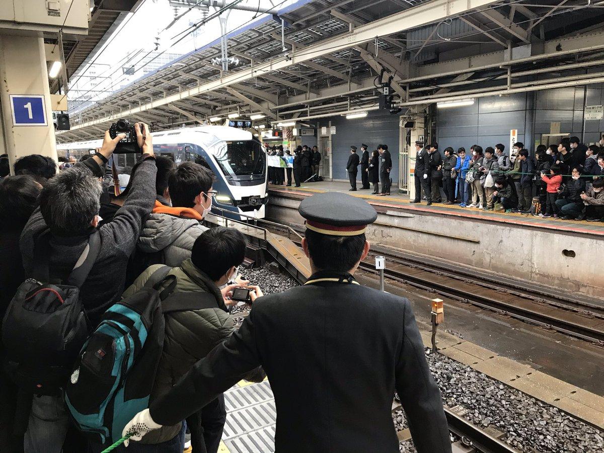 【サフィール踊り子1番列車】異音確認で遅延 ホームは大混乱 車内設備紹介