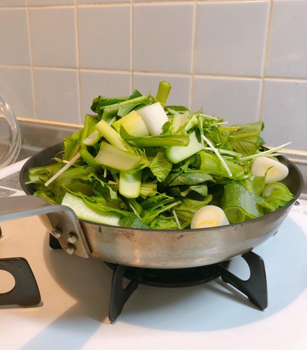 test ツイッターメディア - 小松菜と水菜と長ネギと大葉とささみ とにかく切って入れてみた  なんとかなった✌️!!いえい 雑穀米も久しぶりに炊いた🍚  自炊の一人分って本当に難しい 食べ過ぎてしまう…とにかく量が多い… 野菜の分量がわかってない😅 https://t.co/dBZUCU2XNX