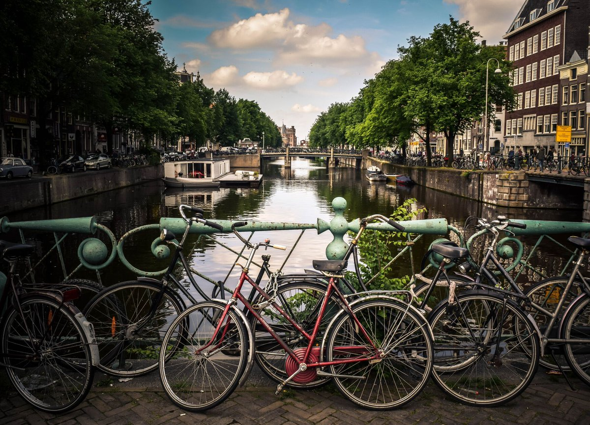 One of the most charming  and efficient  cities in Europe The 22 wonders of #Amsterdam !  http://bit.ly/2TF5YJN  #erasmusublog #newpost #blog #travel #erasmuslife #studentlife #erasmusupic.twitter.com/CaCuDMls1o