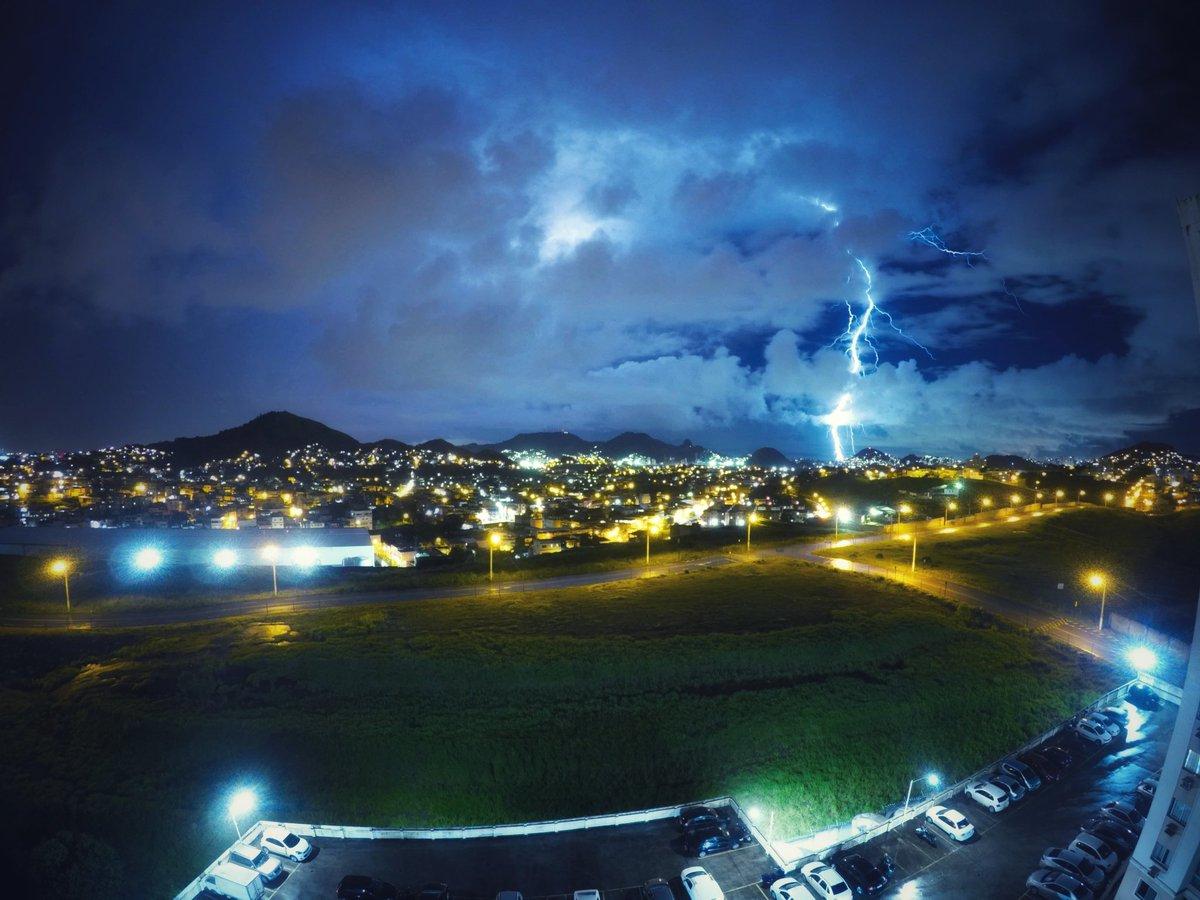 Registro de ontem  . . #photo #photooftheday #night #nightlapse #ceu #raios #relampago #natureza #fenomenosdanatureza #zerocapotte #vilavelha #capixabadagema #capixaba #chuvaderaios #nightphotography #gopro #goprobrasil #goprohero5black #espiritosanto #soues #soucapixabapic.twitter.com/9KsLpAJ9NN