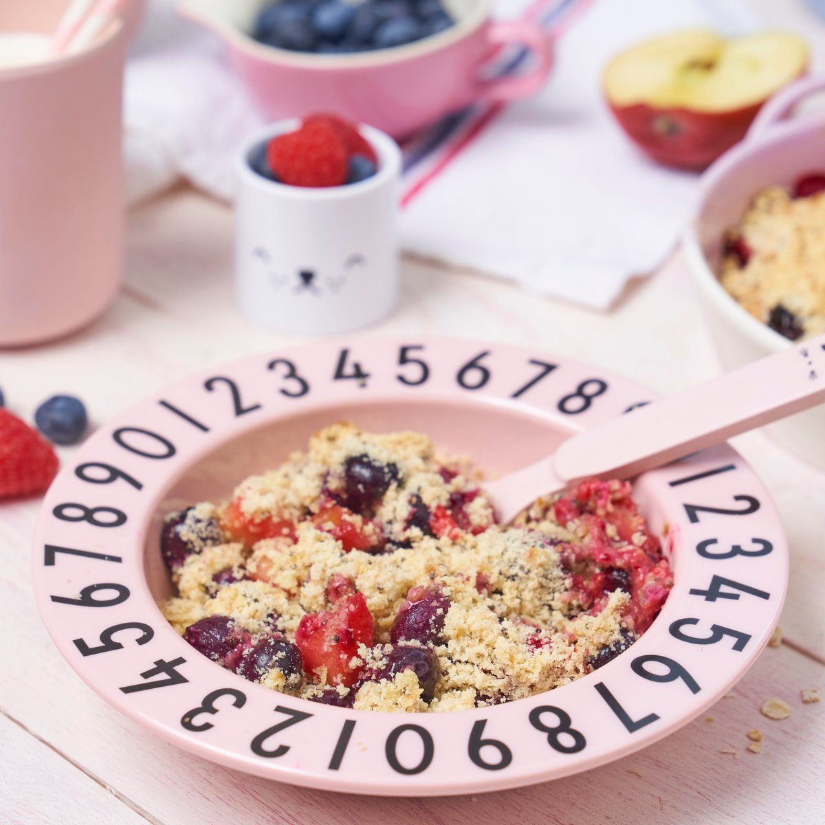 There's nothing more perfect than digging into a warm crumble on a cold Saturday night..!⁠ ~⁠ Easy to prepare and never disappointing, try my fool proof berry crumble recipe that even the little ones can eat (if you don't first)!! 👉 https://t.co/mQMSyxk4F4 https://t.co/PanXEhfR5k
