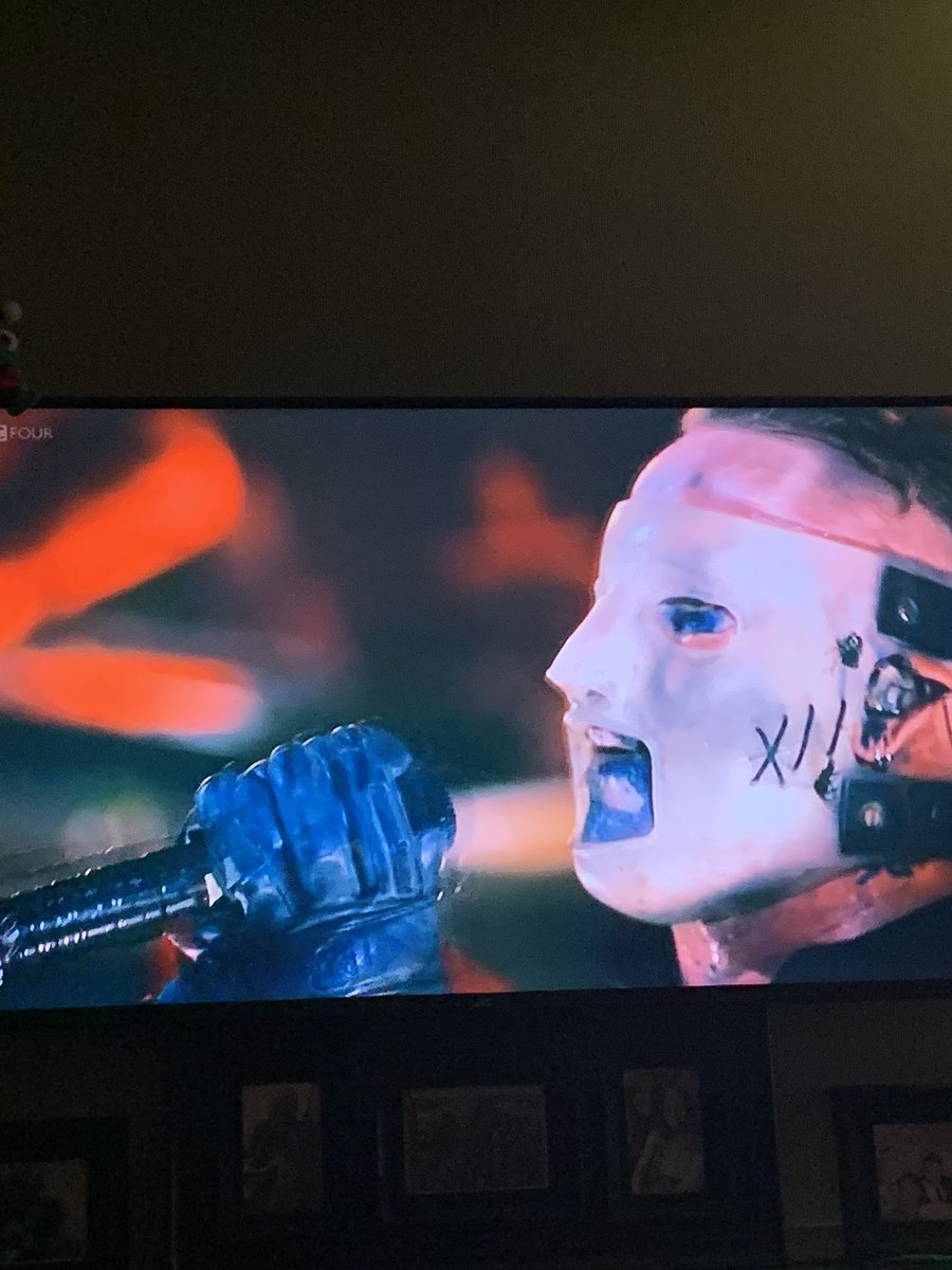 Watching @slipknot #alloutlife #bbc4 @CoreyTaylorRock @MShawnCrahan @AliciaETaylor I love this band!!!! #slipknotpic.twitter.com/5rrnKjK7Yj