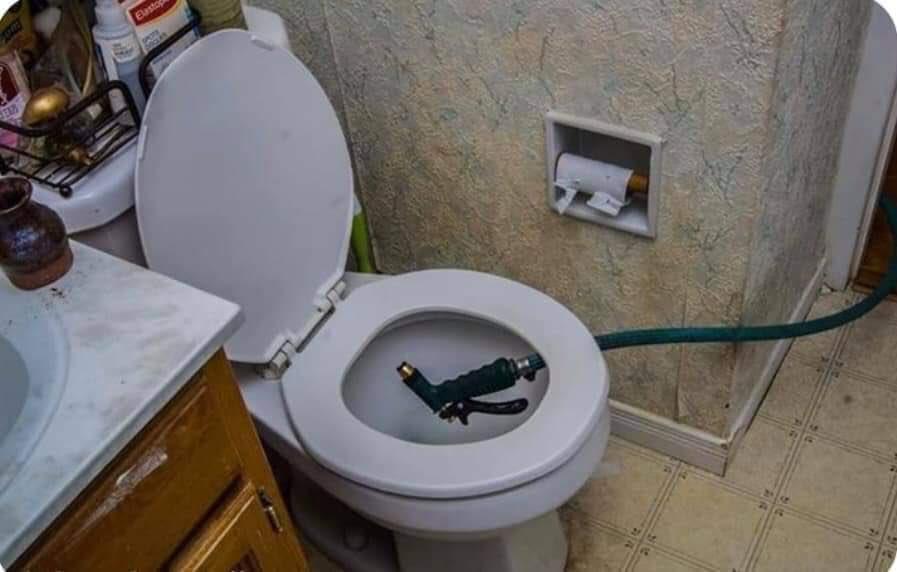 Toilets With Threatening Auras Scarytoilet Twitter