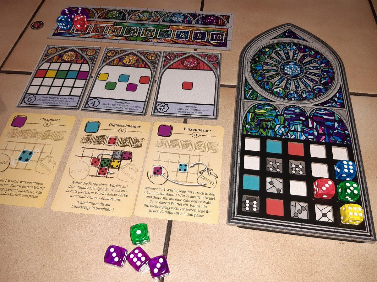 MsStandarts Spieletag - Spiel 4: Es wird kreativ in #Sagrada! pic.twitter.com/39377rSsBv