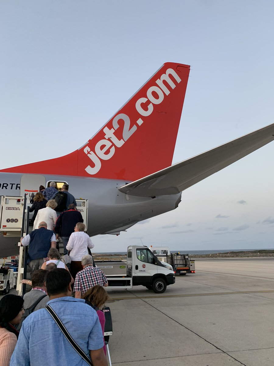 Huge thanks to all the staff @Jet2.com for getting us home safely from The Canaries @bbcwm https://t.co/2SESRtTRjh