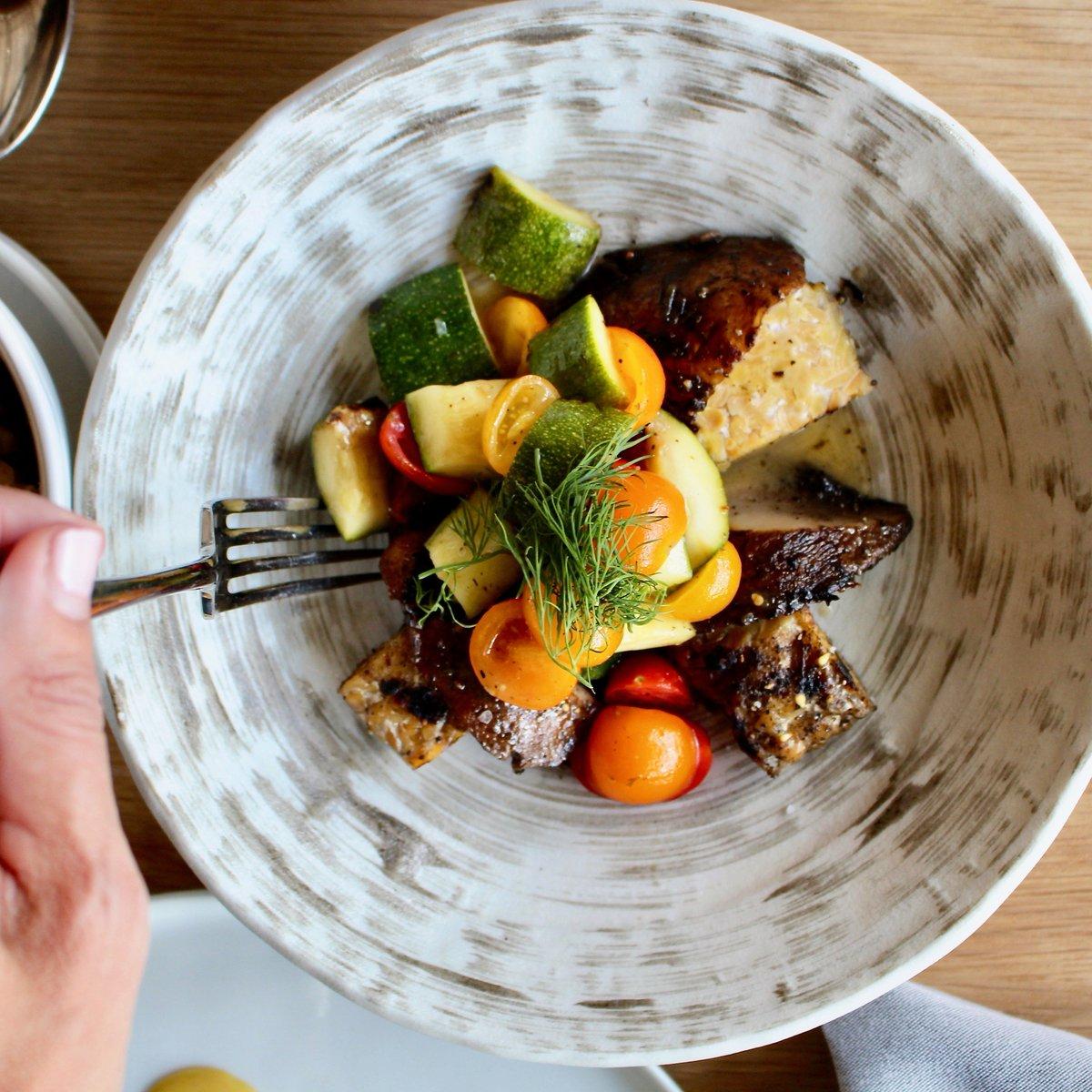 A veg-tastic brunch! Grilled Portabello - pan-seared tempeh, zucchini, tomato, fried garlic, lemon dill #vegan #vegetarian #glutenfree  #rosedalekb #craveablerkb #farmtotable #healthybreakfast #veggies #atxbrunch #atxbrunches #eatlocal #austin360eats #breakfast #brunch #do512pic.twitter.com/2s35LkKfok