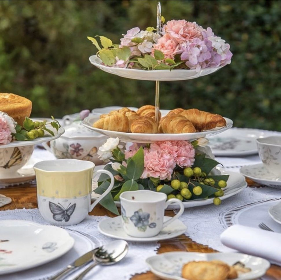 """""""This beautiful summer weather is perfect for a little impromptu garden party.  La Table de Giselle"""" #lenox #butterflymeadow #tiertray #Jashanmal #Bahrainpic.twitter.com/4l0CyQ2cQF"""