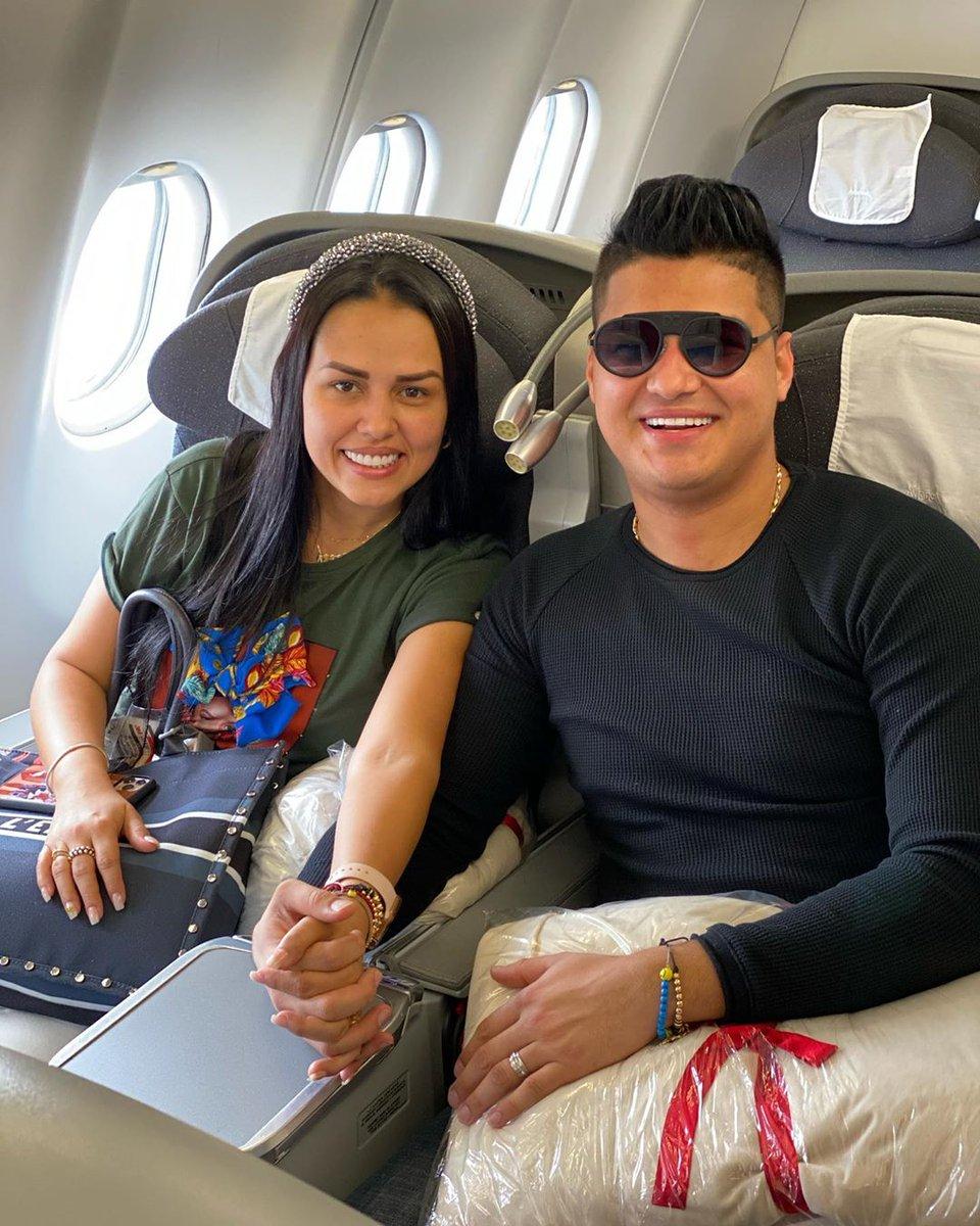 El cantor @ElderDiaz01 y su esposa se van de viaje en plena alerta amarilla por Coronavirus #ElderDayan #Viaje #Vacaciones #Coronavirus #AlertaAmarilla #Vallenato #ParrandaVallenata #MeQuedoEnCasa #COVIDー19 #CoronavirusPrevencionYAccionpic.twitter.com/c7h5mEslYq