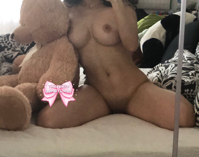 1 pic. let's stay in bed all day♡ https://t.co/zGghoGVI3Z