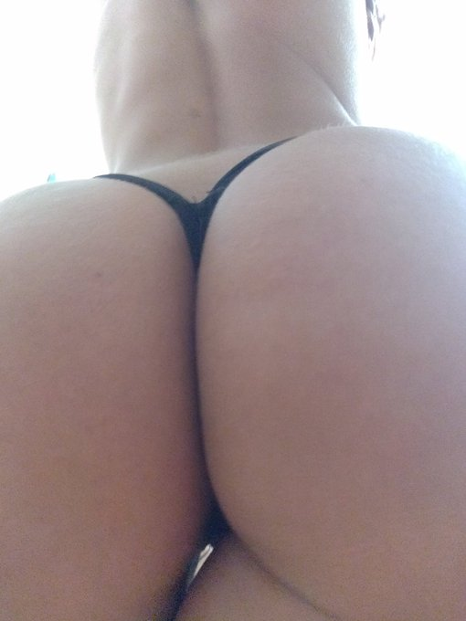 1 pic. Can't watch how empty and without my ass is my profile so I add some... 😜 https://t.co/X3yhd8