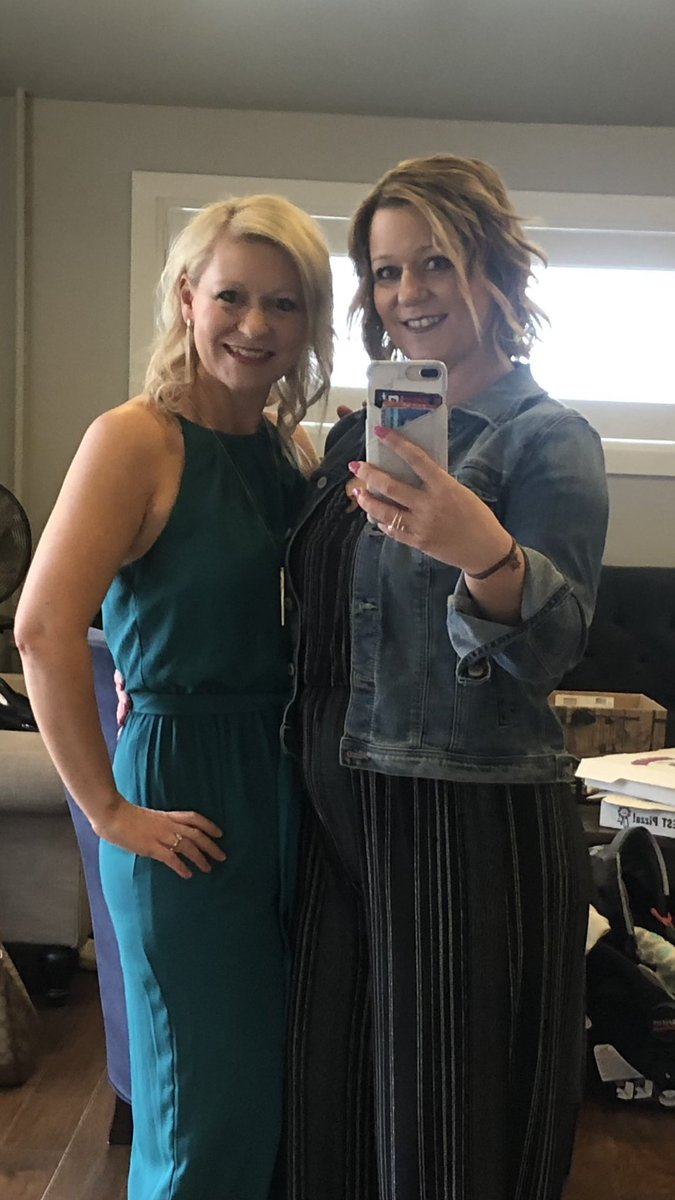One of my favorite pics from last night of my sister and I! So thankful for her!! #shesmybestie #sisters @ShelleyAWestpic.twitter.com/sqlC06pyP9