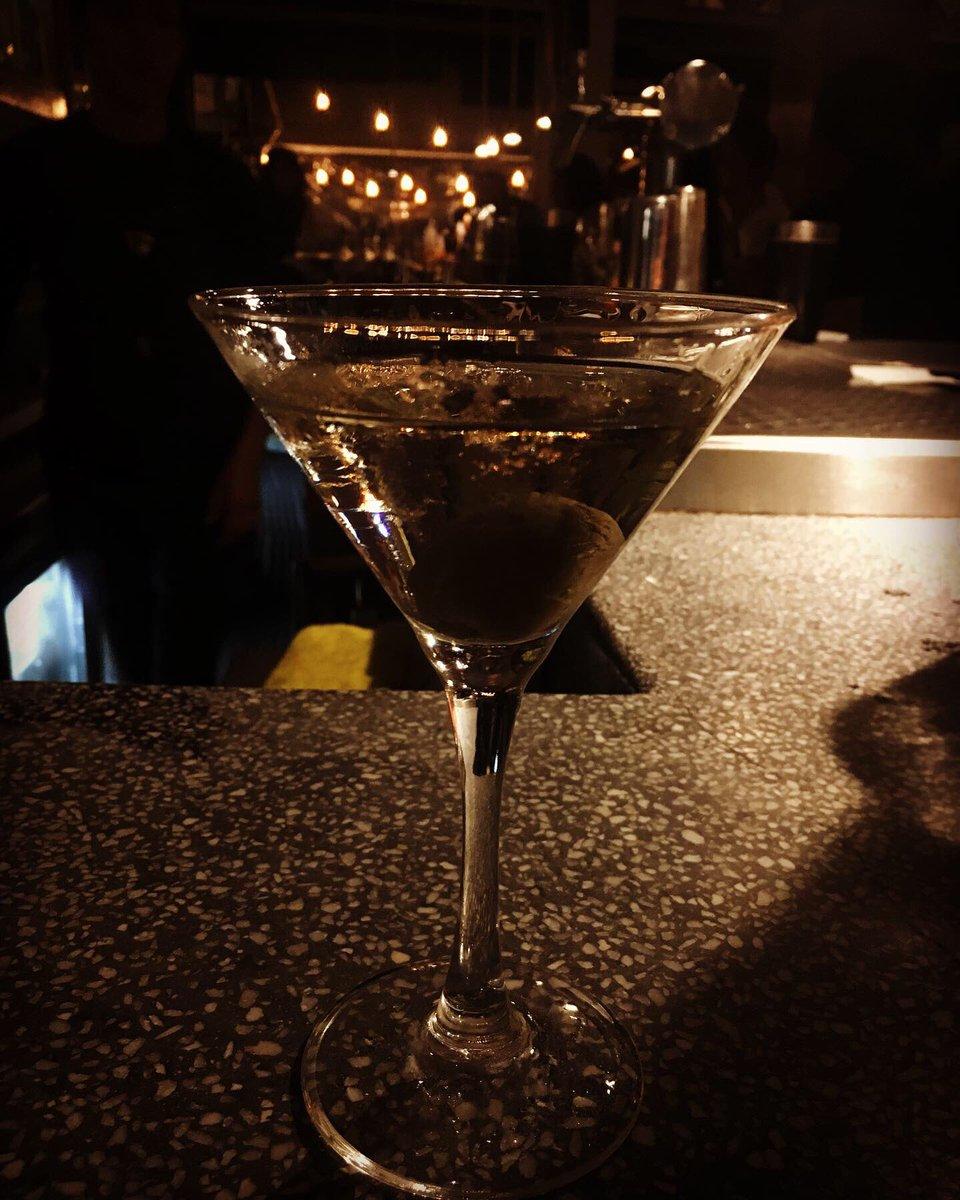 The Best Martini by @china.olivia_  #porquesoymortalviajoenmetrobus #elseñordeloschalecosextraños #missv3lvet #missv3lvetbreakfastmartiny #paselemarchanteacaelcoctel #amigosdeepistolaspic.twitter.com/squjYC1jF3