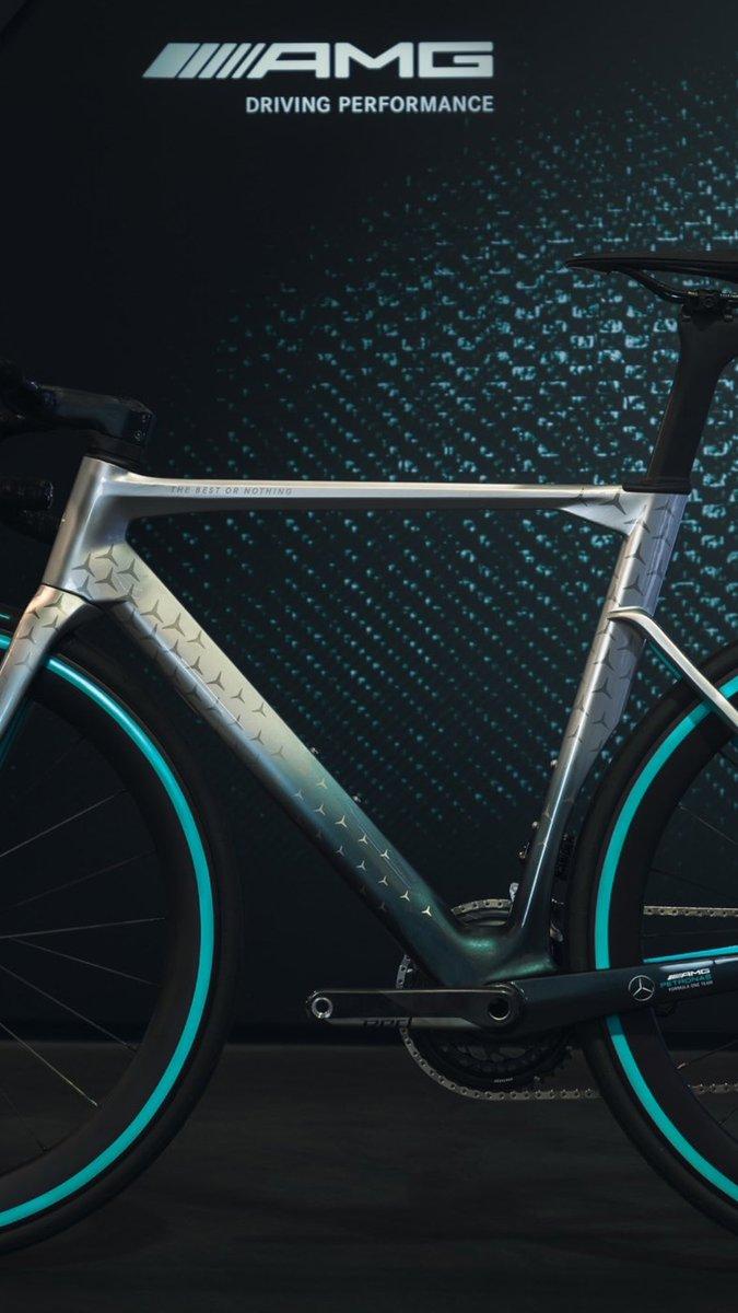 メルセデスが発表したロードバイクが、ただの側溝の蓋の鉄板だとぼくの中で話題に #nplusbikes https://t.co/63RevWGaT4