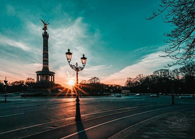"""""""Accept the challenges  so that you can feel the exhilaration of victory """" (George S. Patton) ~~~~~~~~~~~~~~~~~ . . . . . #berlin #030 #berlinberlin #berlin#berlinstagram #berlintagundnacht #berlincity #berlinmitte #berlinstyle #berlincalling … https://ift.tt/2U6NMrqpic.twitter.com/CDxfaanIqG"""