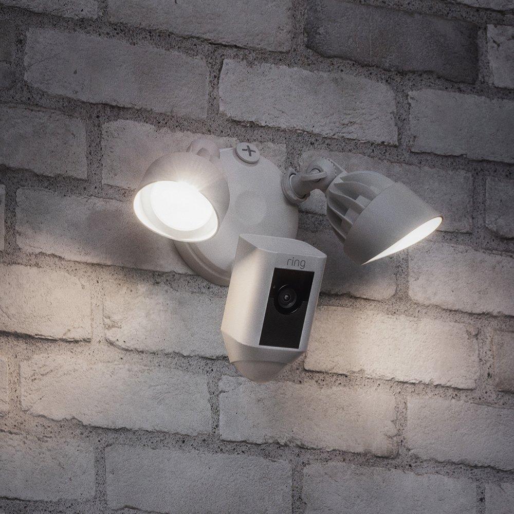 ring spotlight floodlight eclairage extérieur caméra surveillance