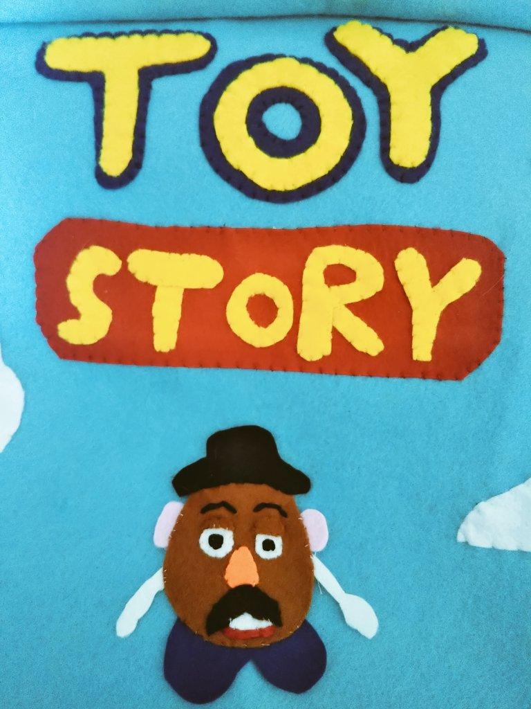 【はなるのアップリケ屋さん】137日目! 私の1番好きな映画 トイストーリー 🚀✨ じゃがいものおもちゃ、ポテトヘッドです! 長い手をこだわりました🥔 #はなるのアップリケ屋さん #トイストーリー2 #トイストーリー #ポテトヘッド #ミスター・ポテトヘッド #似顔絵アップリケ  #ハンドメイド  #手芸 https://t.co/UvetTXRuJw