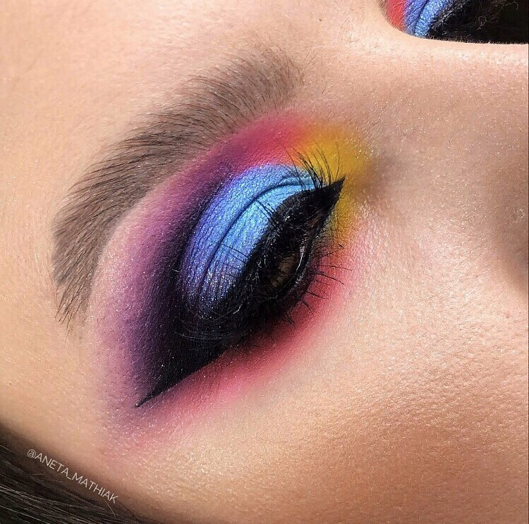 Brows: @ABHcosmetics #dipbrowpomade in ebony  Eyes: @ABHcosmetics #rivierapalette & @amrezy #amrezypalette  yellow shadow is from #mysticwarsaw  #abhbrows #anastasiabrows #anastasiabeverlyhills #abhxamrezy #abhriviera #wearebrows #abhprsearch @norvina1 @norvinaabhfans @abhgermanypic.twitter.com/Z8nFNVKHGW
