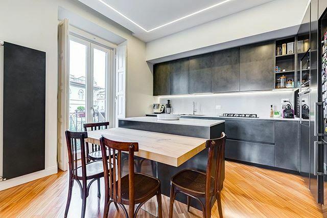 Parioli Residence _____________ . . #ristrutturazione #luxurydesign #efarchidesign #architecturefactor #architettura #architecture #studiodesign #homedesign #livingroomdecor #livingdesign #danishmodern #interieur #blackdesign #blackstyle #blackkitchen #s… https://ift.tt/38TaFnypic.twitter.com/Bdl9v11miR