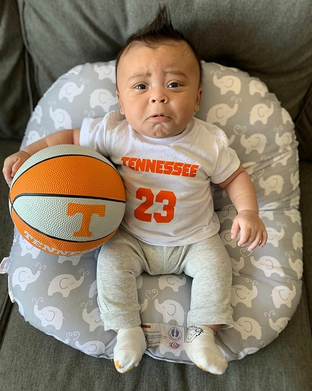 Someone just found out #marchmadness was cancelled. Even though we are going thru sport withdrawals everyone stay safe. Thanks auntie @rlapia for the shirt #cairoeliasholdsclaw #motherhood #parenthood #babiesofinstagram #babies #boymom #blackboyjoy #vols… https://t.co/N2yYx67fFd https://t.co/3TKPPrG2rW
