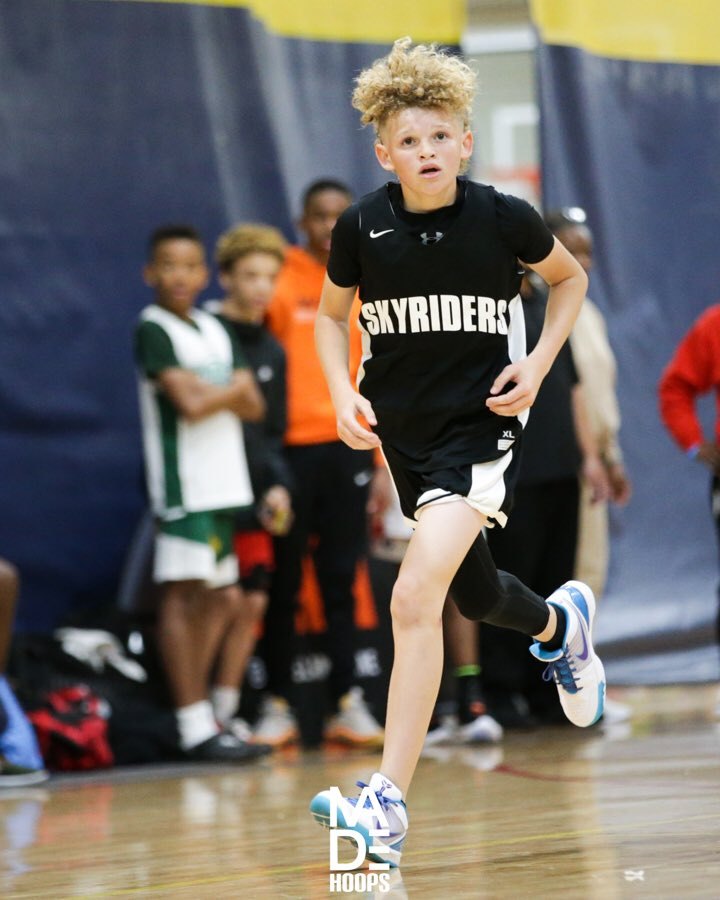 2025 G Tayvion Wilson (Glendale, AZ) knocked down some big shots for the AEBC Skyriders this winter. He has no shortage of confidence on the floor. #7eague #CreateYourName https://t.co/36trLICw8w