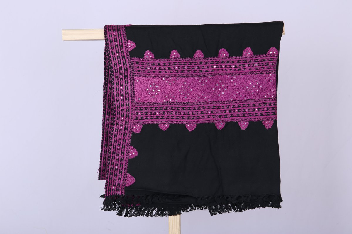 Top off your look with our on trend edit of Black HandMade Shawl perfect for this season. SKU:00007.08-08 #shawl #shawlinstant #shawlonline #shawllovers #handmadefont #handmadeembroidery #cultural #culturalheritage #home #Delievry #Freepic.twitter.com/fT9OgHg0hh