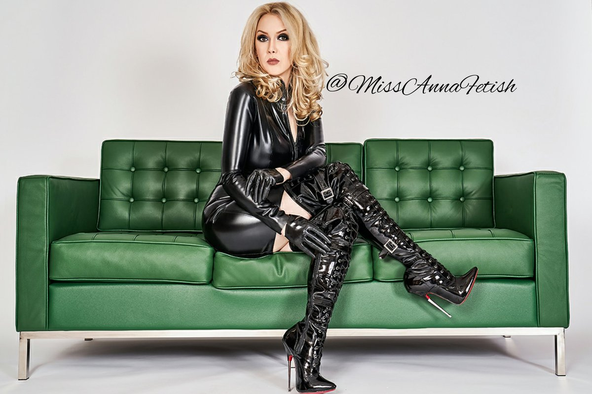 Everything is fine?😷👠👠👠👠👠👠👠👠👠👠👠👠👠👠👠👠👠👠 #boots #shoesday #shoes #latexmode #latex #footdom #feetdomme #findom #Findoms #sub #paypiggy #domina #fetişizm #botas