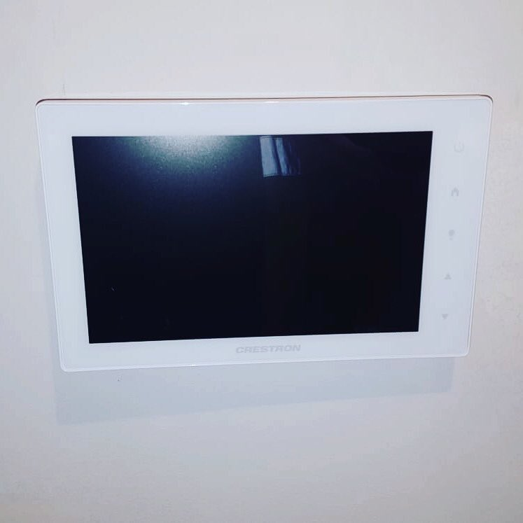 Looking for a door entry system that suits your needs? We're trained to install and operate several options. Let us know what you need, we'll definitely have a plan for you #safetyfirst #safety #security #cctv #avinstall pic.twitter.com/sKKSewVAdw