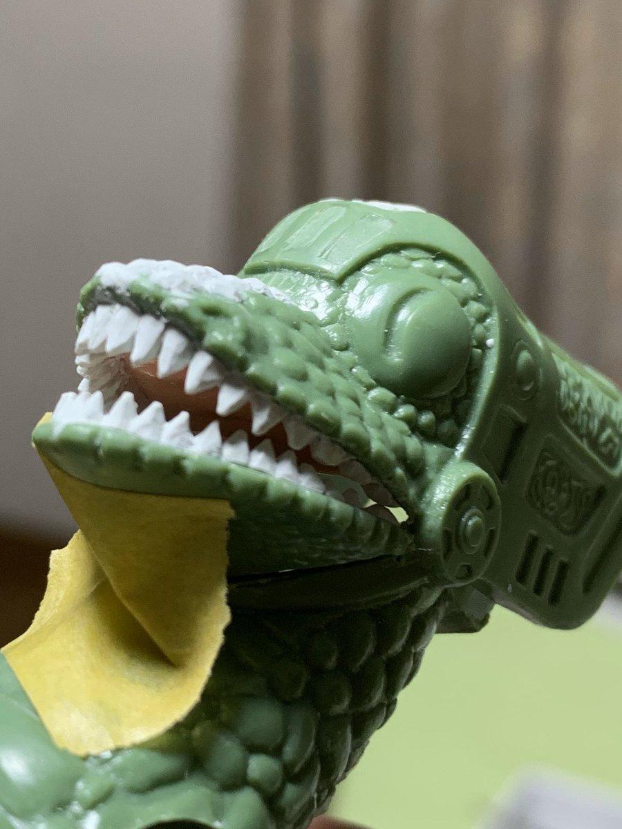 昨日は歯医者さんごっこしました。あまりに貧相だったので、エポパテでインプラントです。そしてガッちゃんの塗装も始めました。#ファンタジードラゴン