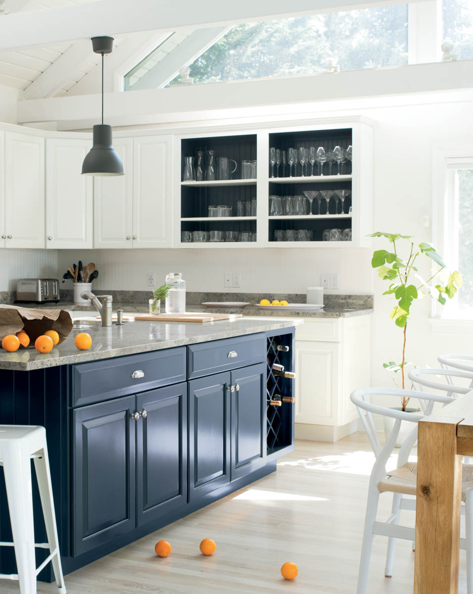 Benjamin Moore On Twitter Distinguished But Not Too Dark Oxford Gray 2128 40 Is A Malleable Hue That Complements A Wide Range Of Kitchen Styles And Materials Benjaminmoore Colortrends2020 Island Oxford Gray 2128 40