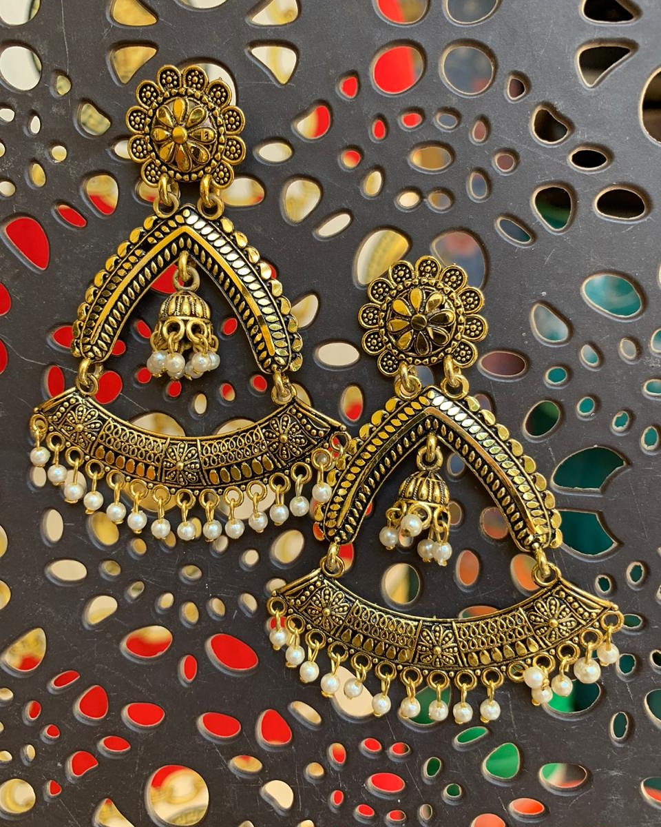Very light weight dangles  #jhumkas #earrings #oxidisedjewellery #jewellery #jewelry #indianjewellery #jhumkalove #jhumka #jhumkis #oxidisedearrings #templejewellery #germansilver #indianjewelry #earings #jhumkilove #germansilverjewellery #accessories #chandbali #bangles #bhfyppic.twitter.com/Oc4wnpNI8c