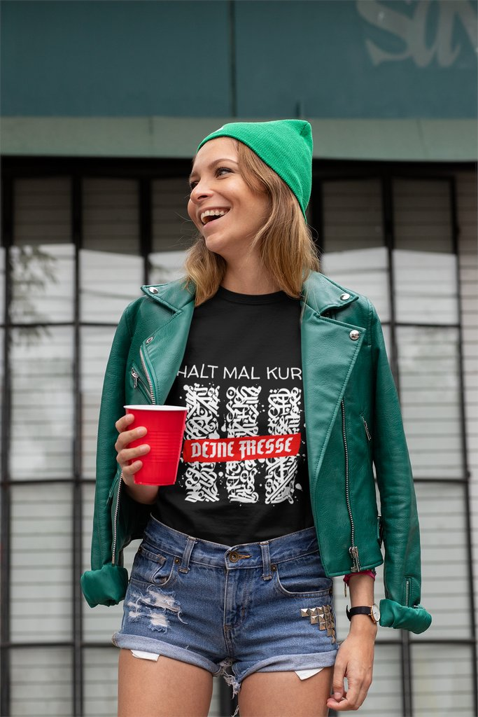 Halt mal kurz Deine Fresse -lustiger Spruch,cooles Statement.  NUR HIER ! https://www.amazon.de/dp/B085RHCJTG und im Shop http://www.style-dk.de  #intentionalliving #mirroreffect #fashionblogs #streetwalker #fashionbloggernyc #abmlifeisbeautiful #streetwalking #streetwalkers #chooselovely pic.twitter.com/iFg4wmc6lW