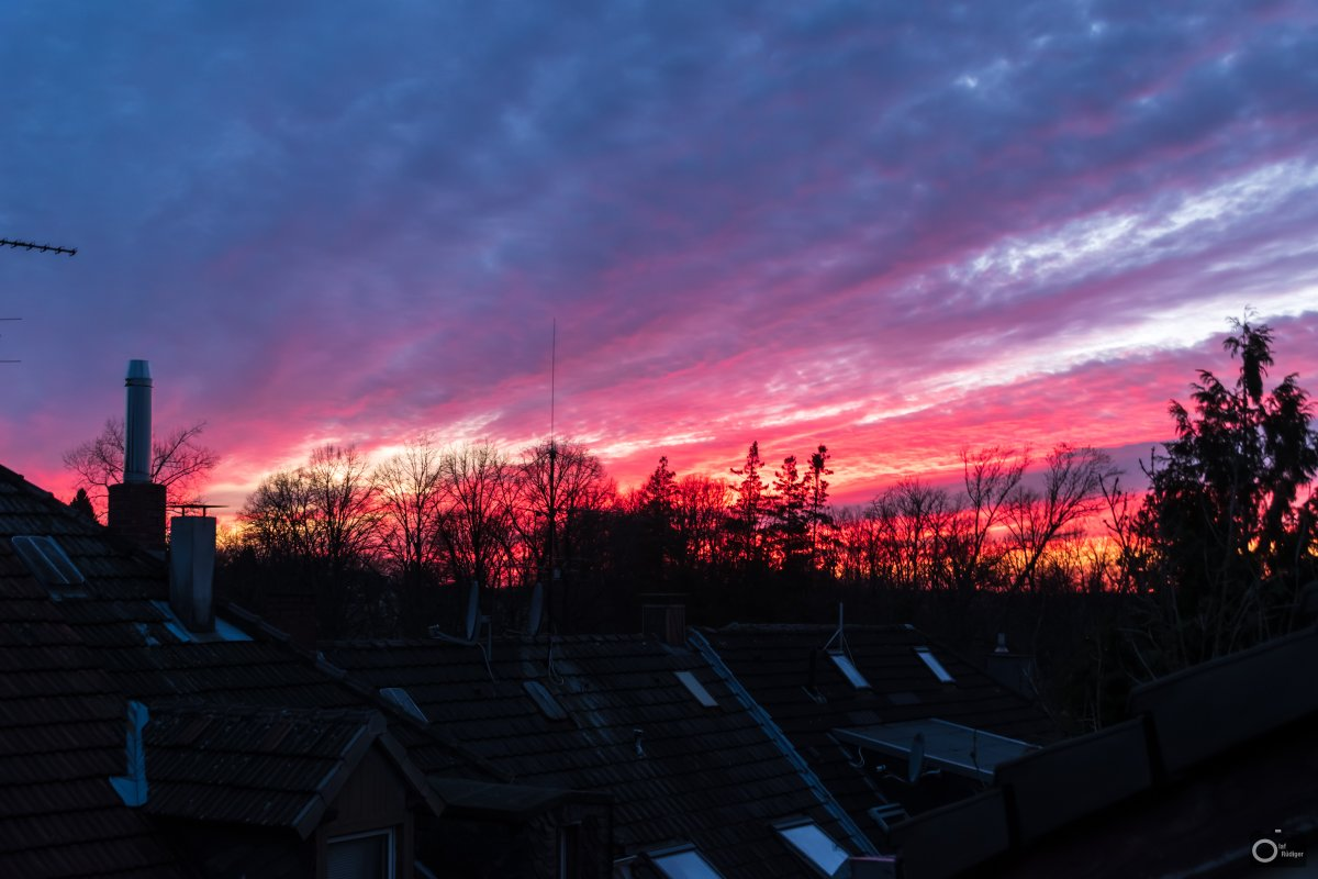 At least nature provides us some good sunsets to entertain our #Homeoffice