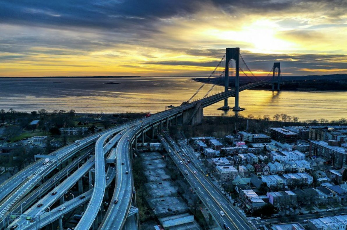 Beautiful Bayridge view. https://bit.ly/2Sx4U8W  #igersnyc #agameoftones #sunset #brooklyn #bayridge #dronestagram #aerialprimeshot #usaprimeshot pic.twitter.com/acRz8OPNRL