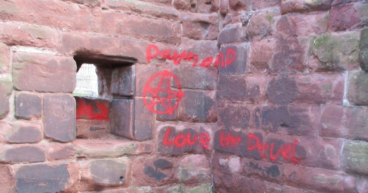 UK: Ancient ruins vandalised at Chester church cheshire-live.co.uk/news/chester-c…