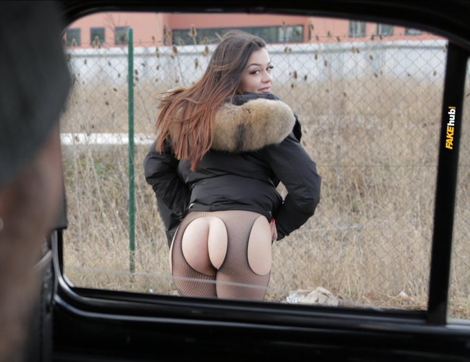 Give me 250 RETWEETS for XXX video of @FakeTaxi Italy 🔥🚕 https://t.co/3GMIa34e6L
