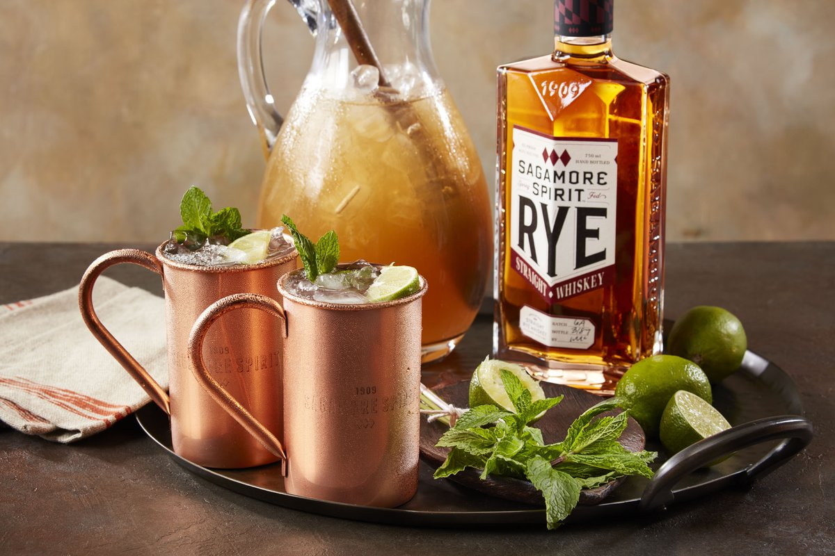 Trying to figure out how to celebrate St. Patrick's Day at home? All you need is a green garnish and this Maryland Mule recipe https://t.co/CmMiYEcCAU  Cheers! 🥃☘️🇮🇪 #HappyStPatricksDay https://t.co/5GRqEH54Mx